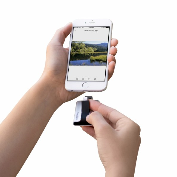 SanDisk iXpand Flash Drive (image 003)