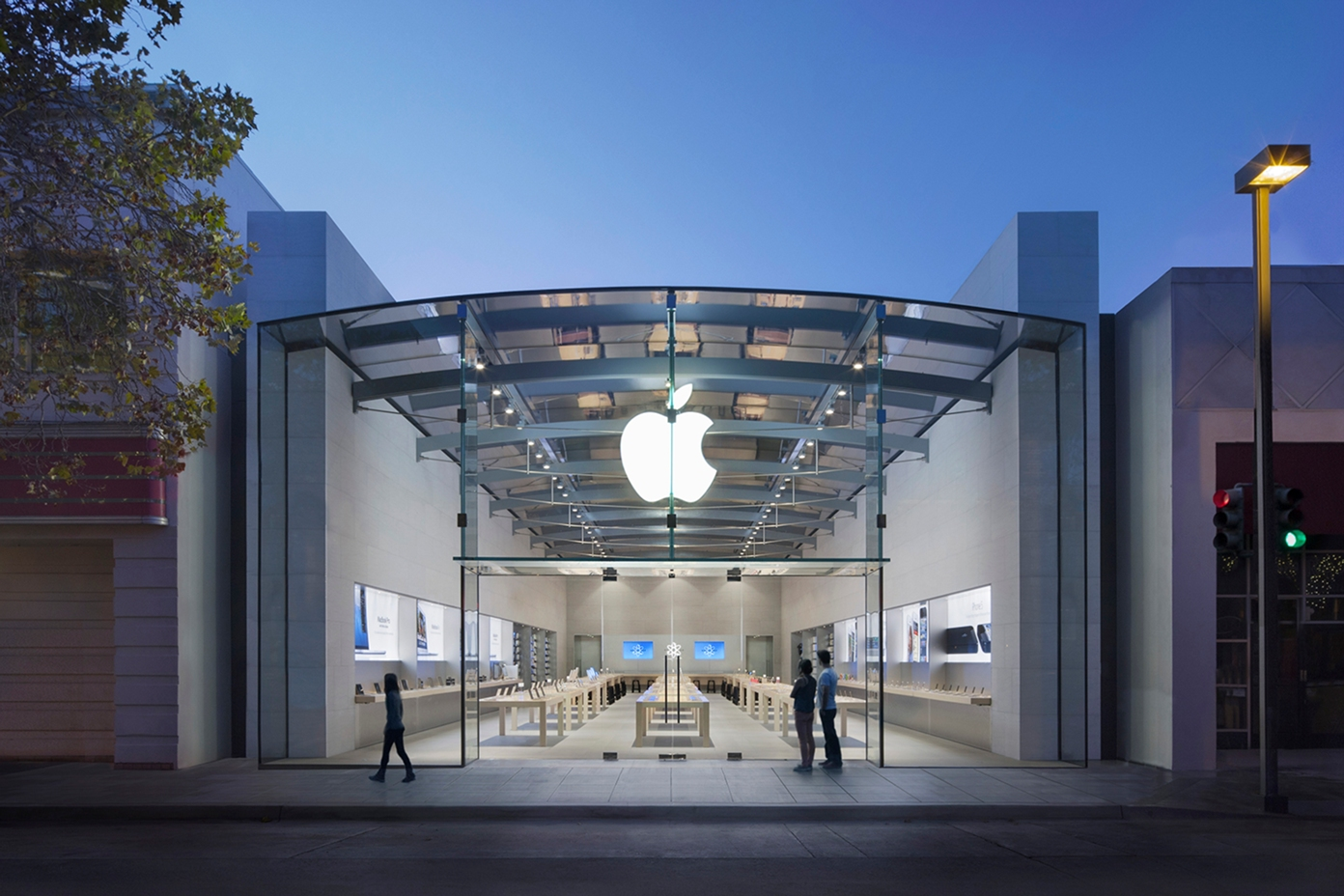 An image showing Apple's flagship retail store in Palo Alto, California, before it closed for renovations