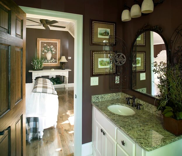 Small Bathroom: Dark Paint