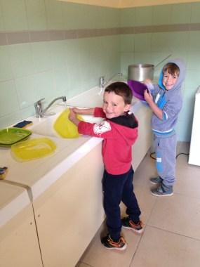 La vaisselle, c'est aussi un truc pour les enfants !