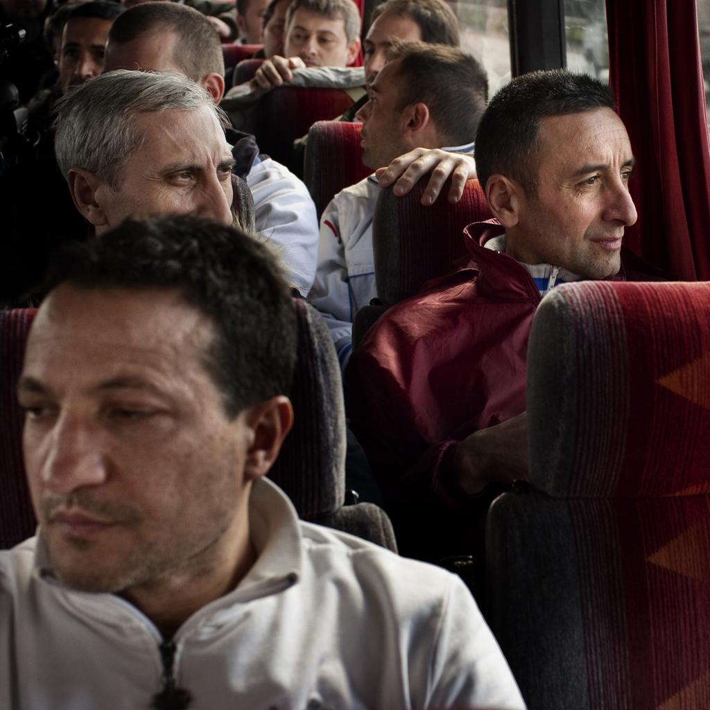 Sul pullman che trasporta i 316 operai destinati da Pomigliano d'Arco al reparto confino di Nola. -