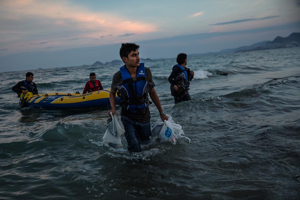 Migranti pachistani arrivano sulla spiaggia dell'isola greca di Kos, il 4 giugno 2015.  - Dan Kitwood, Getty Images