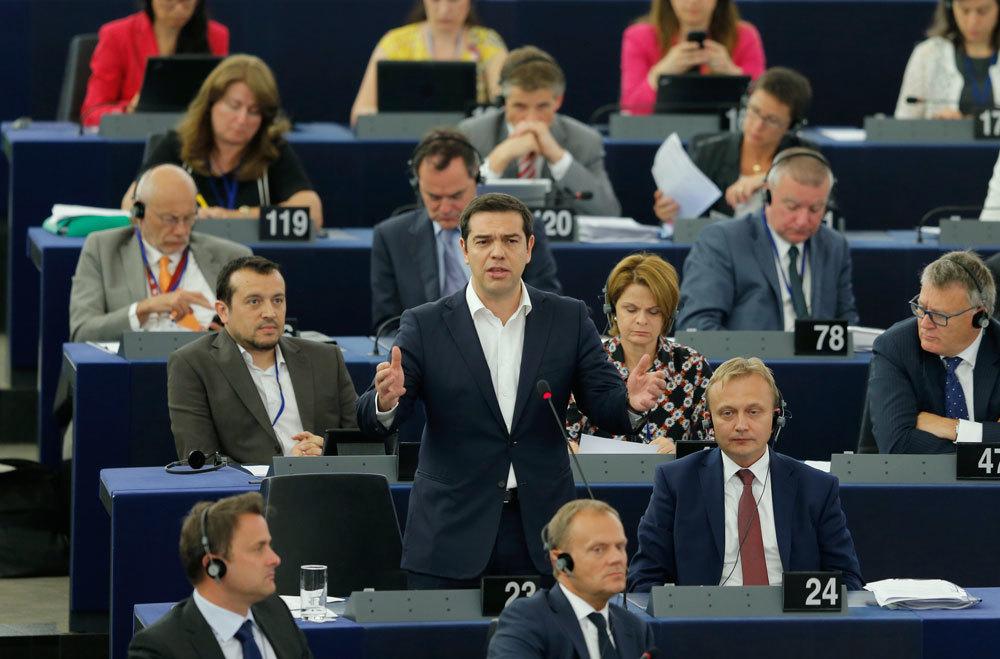 Il primo ministro greco Alexis Tsipras al parlamento europeo di Strasburgo in Francia, l'8 luglio 2015. - Vincent Kessler, Reuters/Contrasto