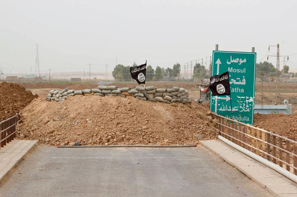 La bandiera del gruppo Stato islamico a Kirkuk, in Iraq, il 29 settembre 2014. - Ako Rasheed, Reuters/Contrasto