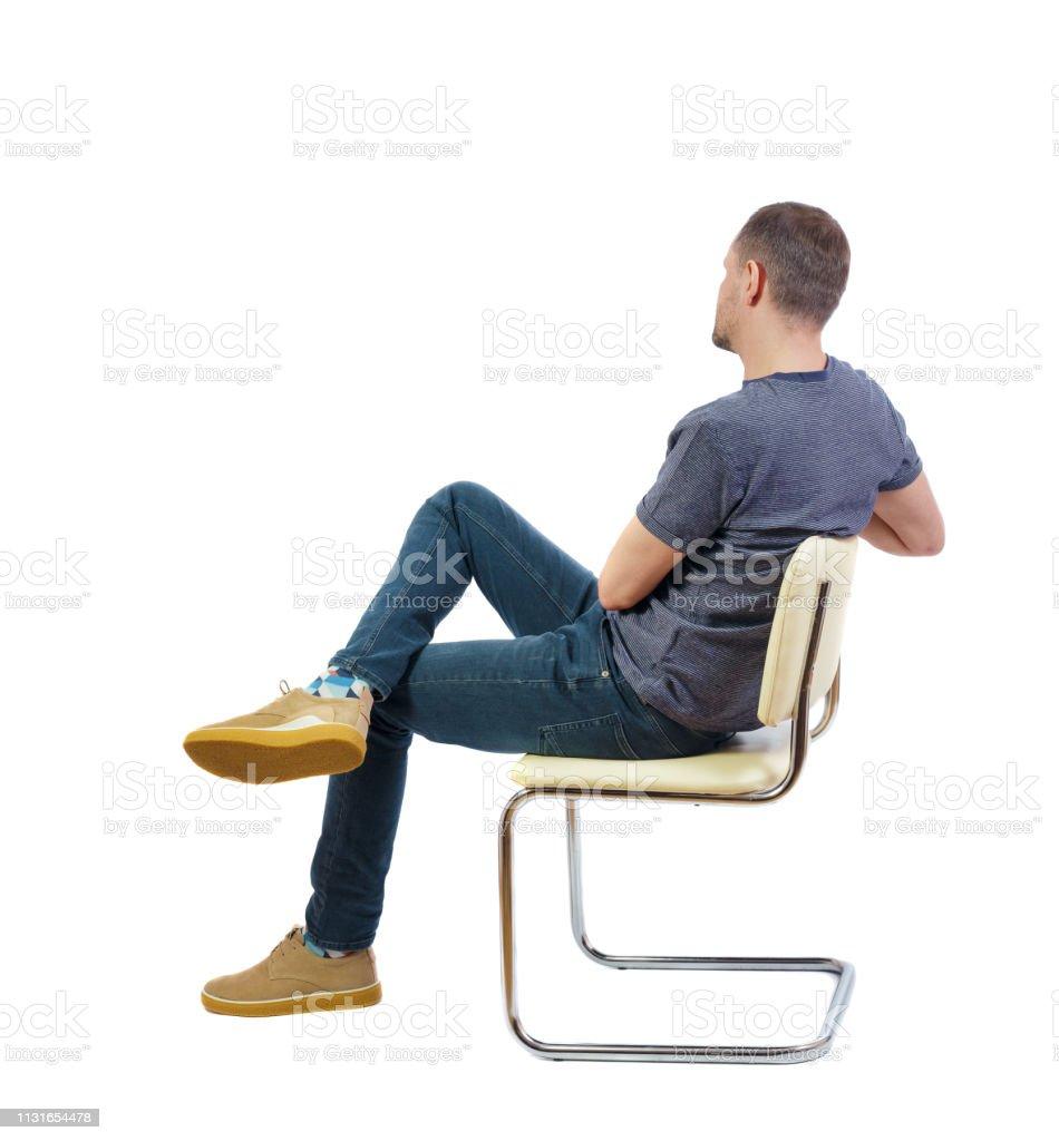 photo libre de droit de vue de dos dun homme assis sur une chaise banque d images et plus d images libres de droit de adolescent istock