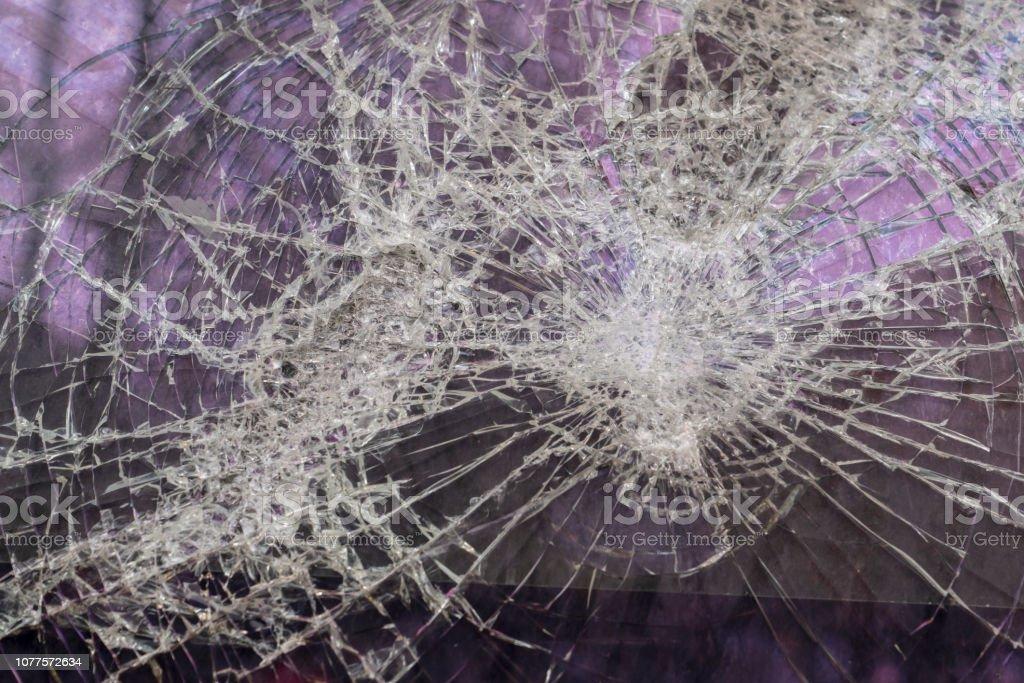 photo libre de droit de un grand ecran casse sur fond violet banque d images et plus d images libres de droit de accident benin istock