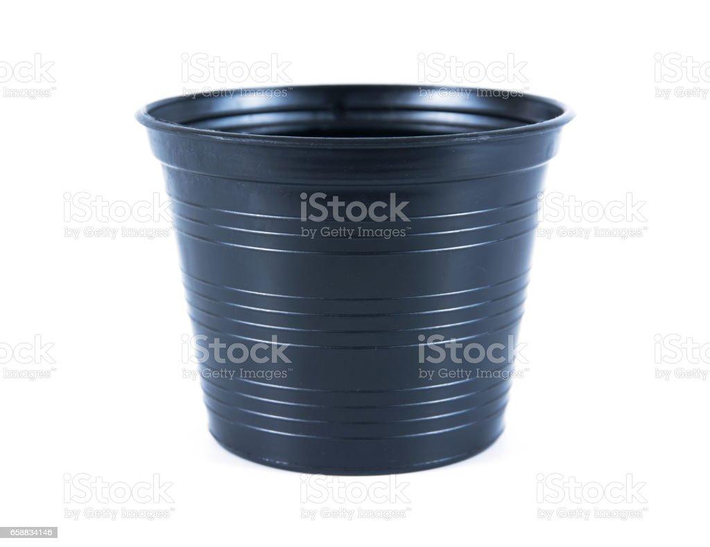 https www istockphoto com fr photo pots de fleur en plastique noir sur fond blanc pot de fleurs plastique isol c3 a9 gm658834146 120183829