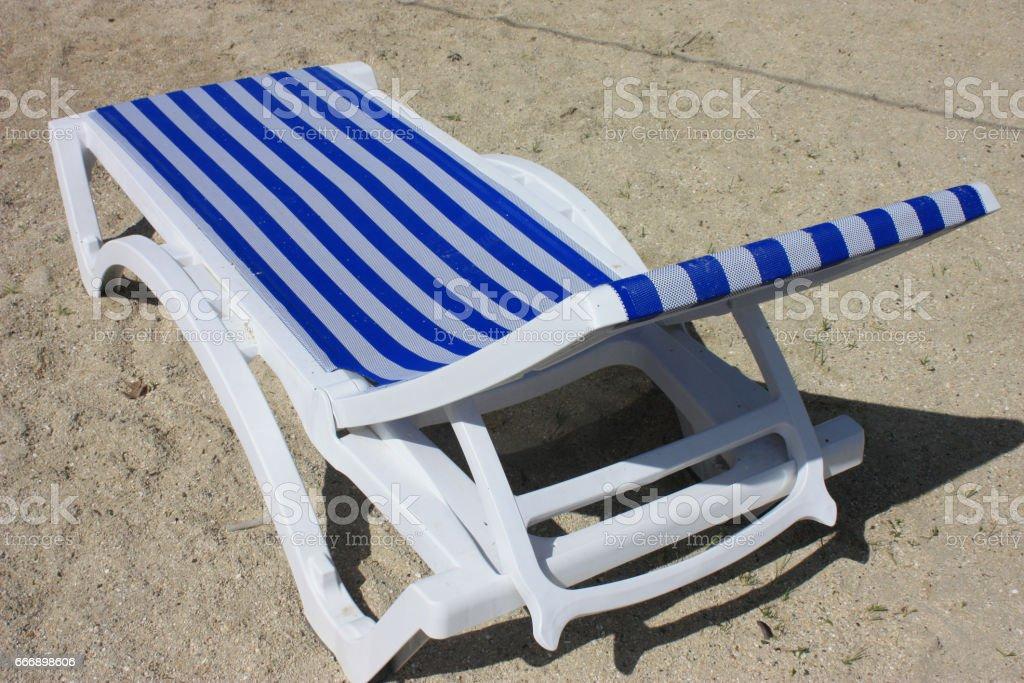 https www istockphoto com photo chaise longue en pvc avec toile marini c3 a8re gm666898606 121639813