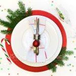 Weihnachten Tischdekoration Mit Vintage Geschirr Besteck Und Dekorationen Auf Grau Leinen Tischdecke Ansicht Von Oben Stockfoto Und Mehr Bilder Von Arrangieren Istock