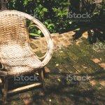 Klassische Rattan Stuhl Im Freien Garten Dekorieren Stockfoto Und Mehr Bilder Von Alt Istock