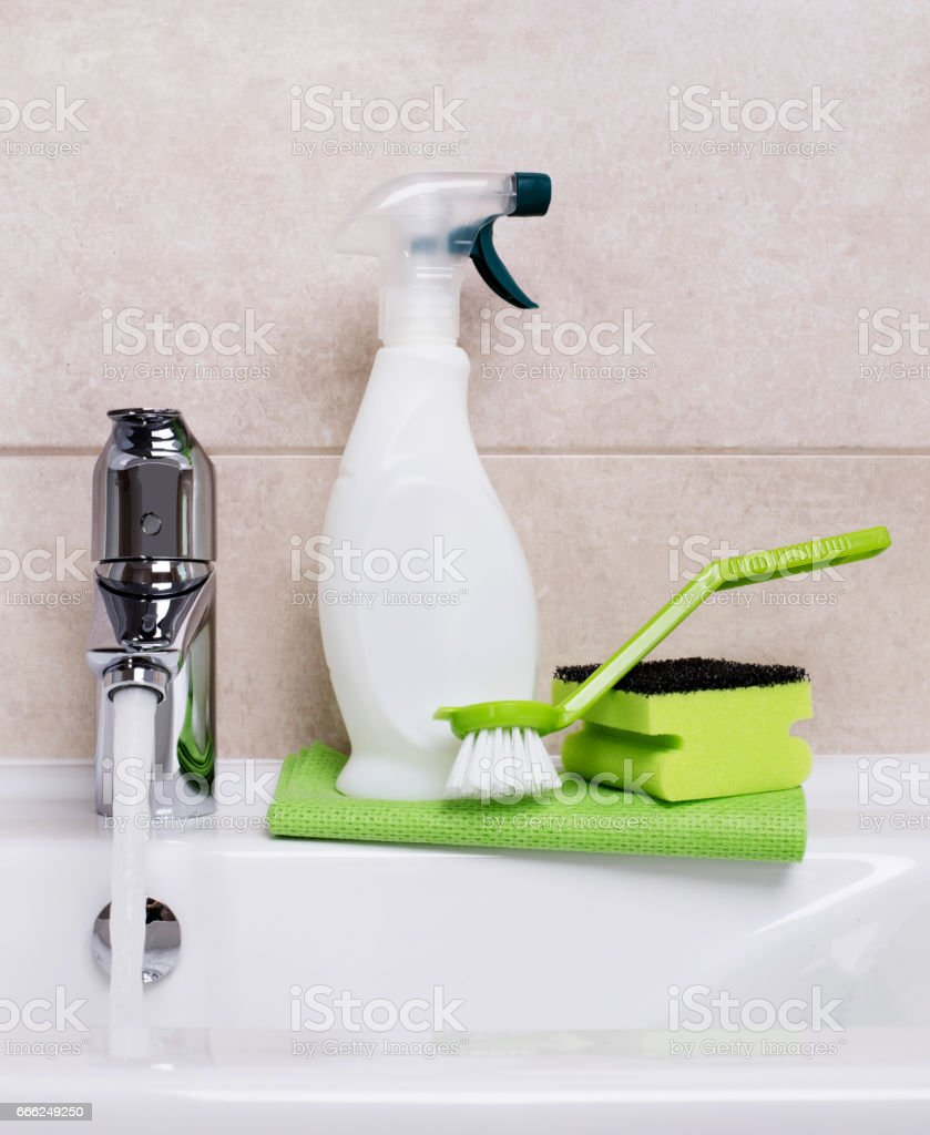 https www istockphoto com photo cleaning products gm666249250 121425839