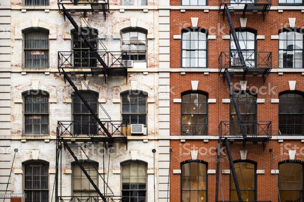 https www istockphoto com fr photo vue rapproch c3 a9e des immeubles dappartements de style new yorkais avec escaliers gm1147519991 309569112