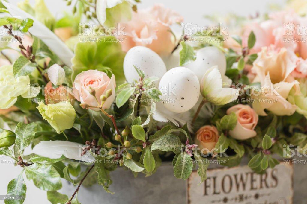 photo libre de droit de gros plan fonds decran printemps humeur bouquet de luxe belle de fleurs mixtes dans la main de la femme le travail du fleuriste a un magasin de