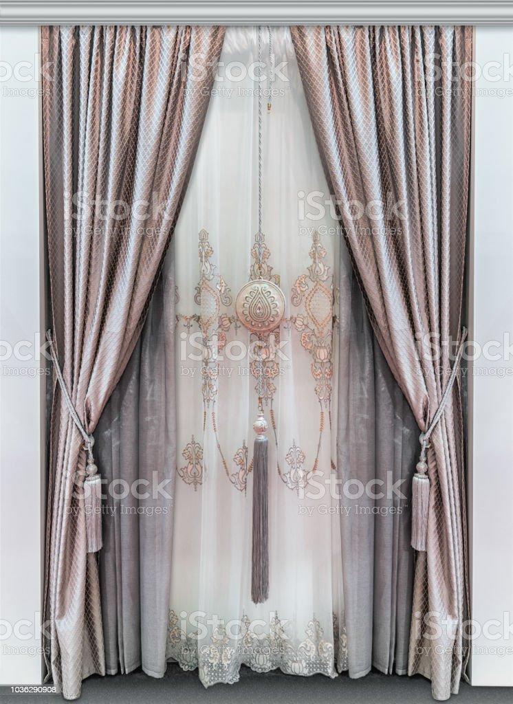 photo libre de droit de elegants rideaux doubles faites de tissus naturels et un luxueux tulle avec ornement banque d images et plus d images libres de droit de beaute istock