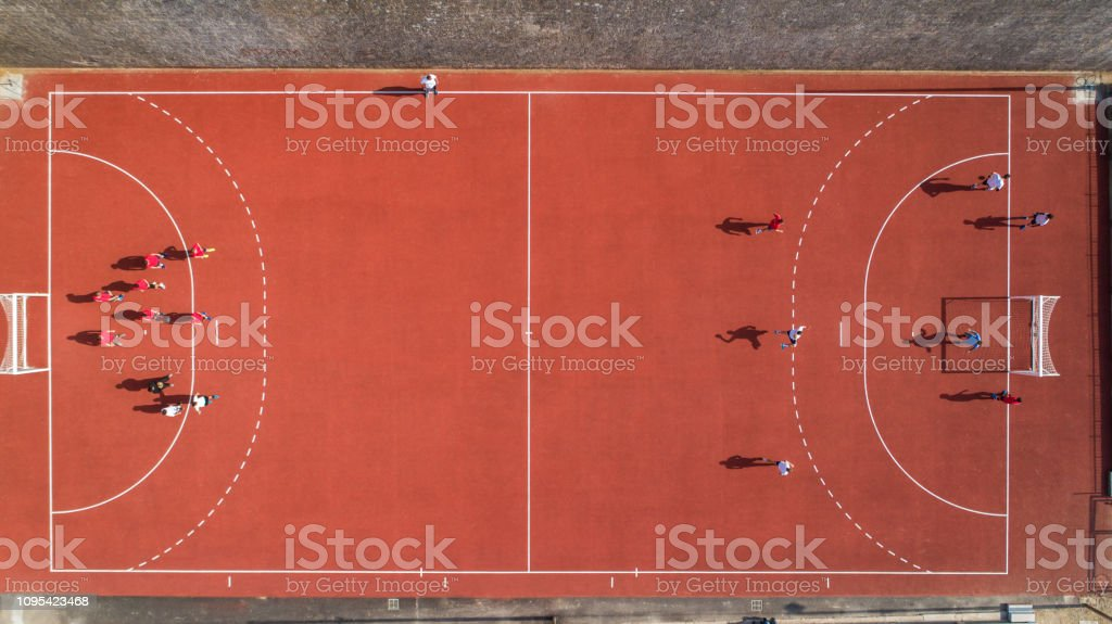https www istockphoto com de foto guter tag f c3 bcr handball training gm1095423468 294047680