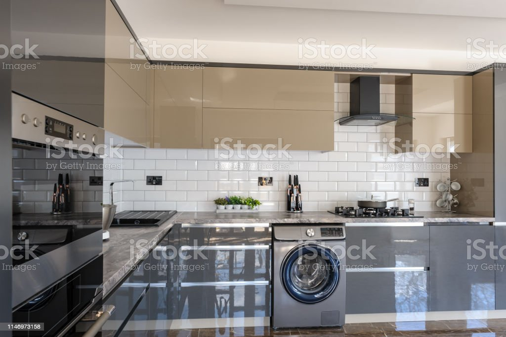 photo libre de droit de interieur de cuisine moderne blanc beige et gris de luxe banque d images et plus d images libres de droit de ameublement istock