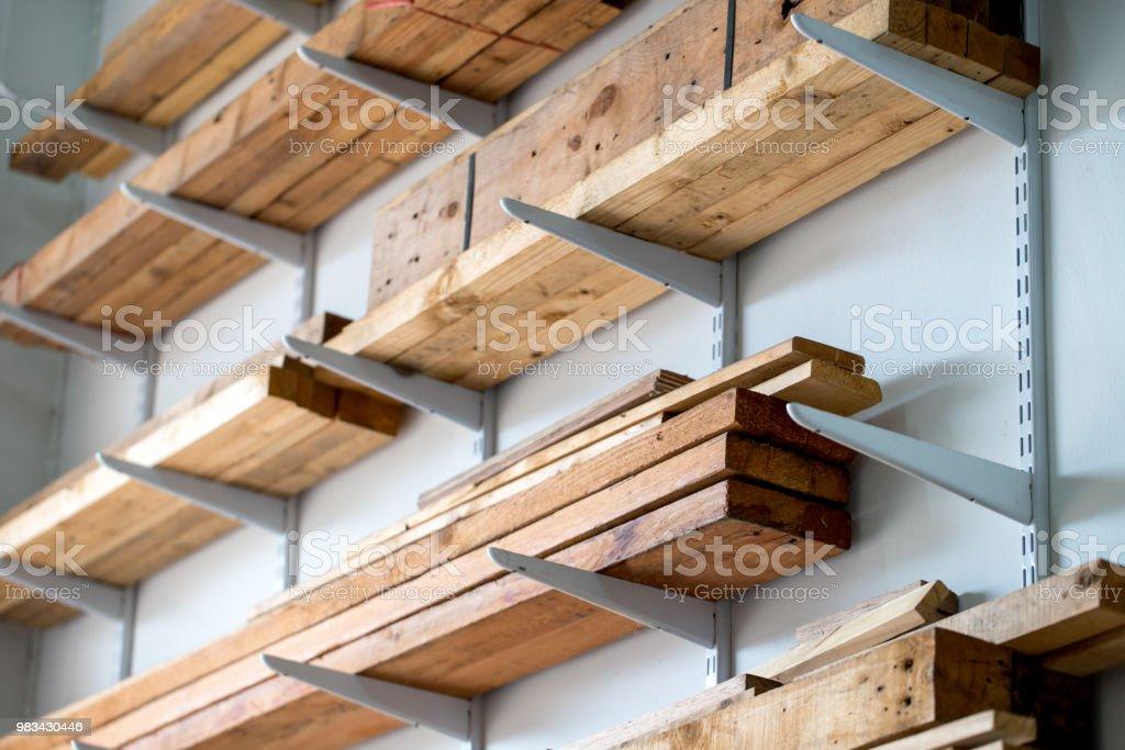 photo libre de droit de des quelques etageres en porteafaux de garage pour monter en haut sur le mur banque d images et plus d images libres de droit de affaires istock