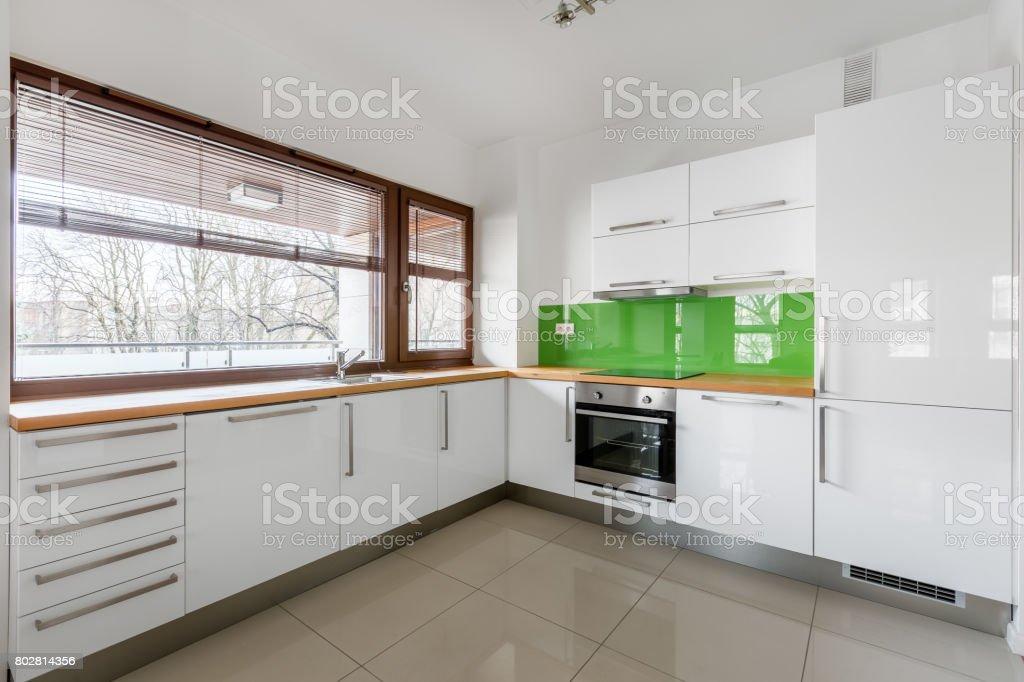 photo libre de droit de cuisine moderne blanc avec fenetre banque d images et plus d images libres de droit de a la mode istock