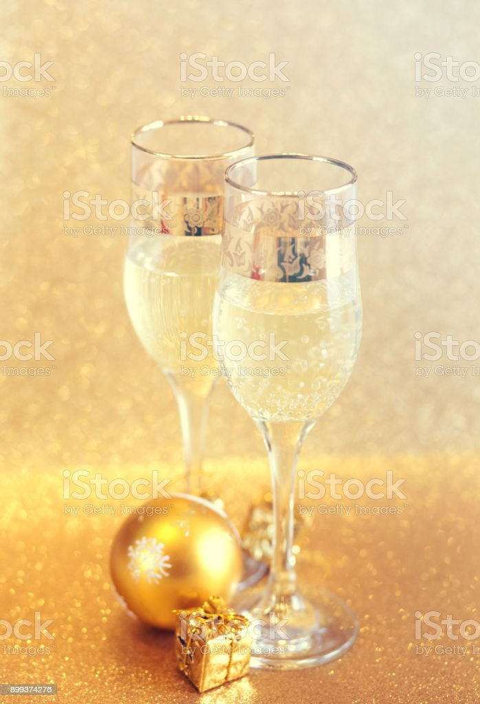 https www istockphoto com photo new year golden champagne glasses background gm899374276 248172334