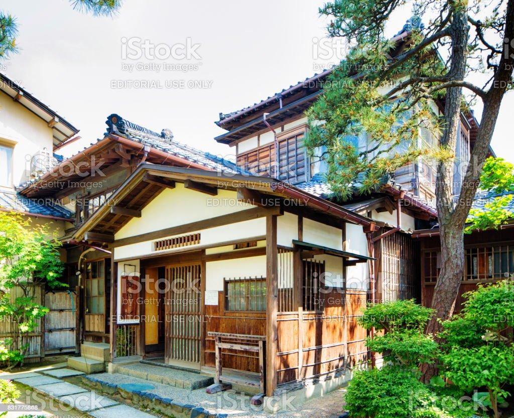 https www istockphoto com fr photo maison ancienne traditionnelle entr c3 a9e au niigata japon gm831775868 135330289