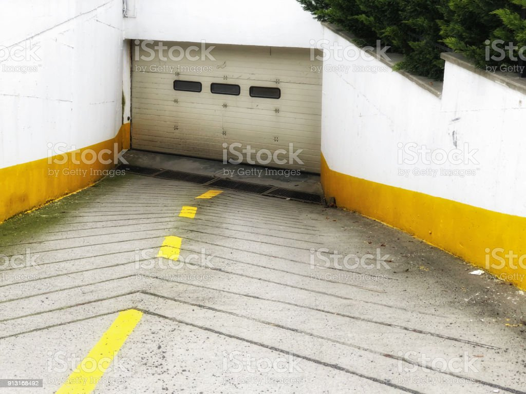 https www istockphoto com photo urban garage entrance gm913168492 251375415