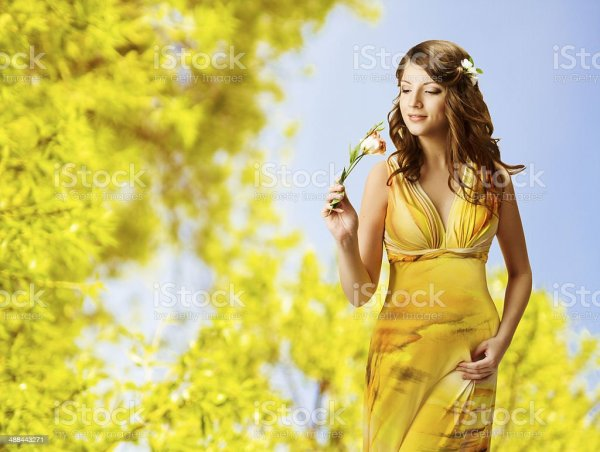 Mujer Oler Las Flores De Primavera Retrato Chica Vestido