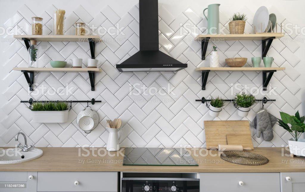 photo libre de droit de comptoir de cuisine en bois avec etageres en bois banque d images et plus d images libres de droit de aliment istock