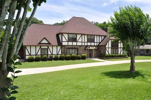 Beautiful 5 bedroom 3 bath home ready to move in.