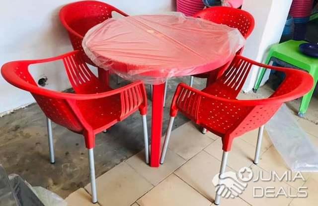 table et chaises en plastique nouveau design