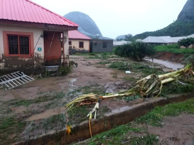 Four Dead, Others Missing As Flood Sweep 26 Vehicles, 166 Houses In Abuja [Photos] 3