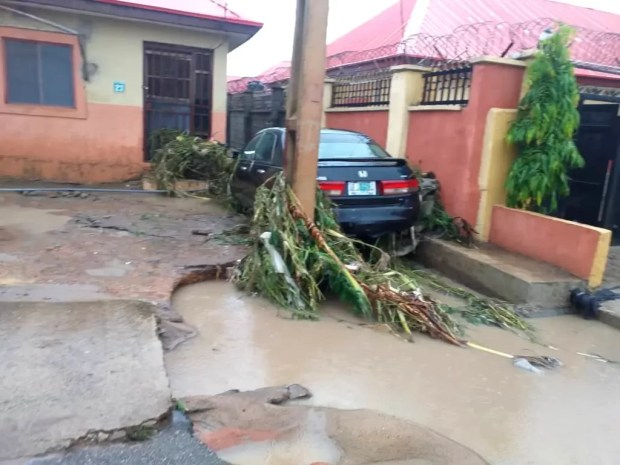 Four Dead, Others Missing As Flood Sweep 26 Vehicles, 166 Houses In Abuja [Photos] 5