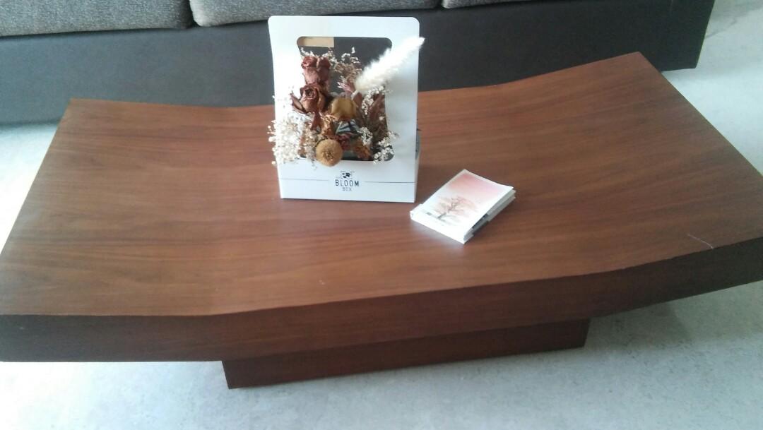 display set tasteful japanese designer coffee table