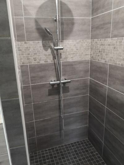photos de salle de bain moderne avec douche