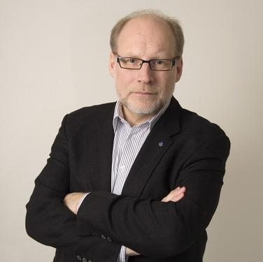 Förvaltningsminister Stefan Attefall delar ut utmärkelsen Sveriges Modernaste Myndighet 2011