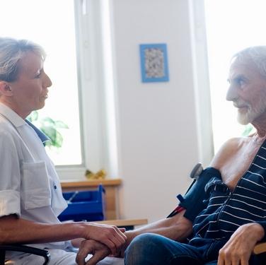 ESO har presenterat en rapport om målbaserad ersättning i hälso-och sjukvården. Foto: Ulf Huett/Vårdförbundet