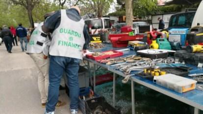 guardia di finanza gdf fiamme gialle 117 mercatino pulci