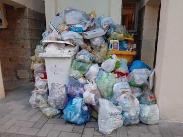 aversa rifiuti immondizia via del popolo