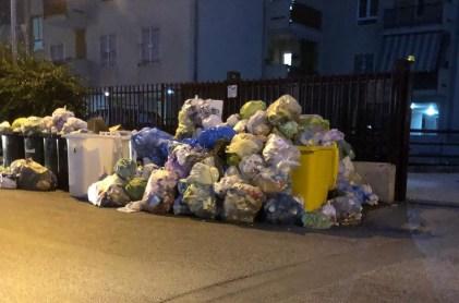 aversa rifiuti immondizia via giotto