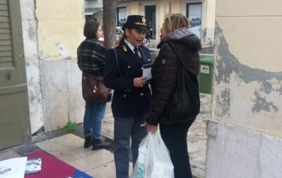 caserta piazza dante gazebo polizia contro violenza donne (3)