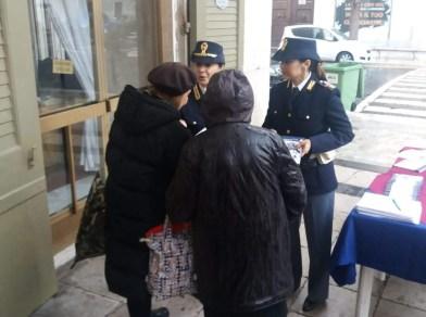 caserta piazza dante gazebo polizia contro violenza donne (5)