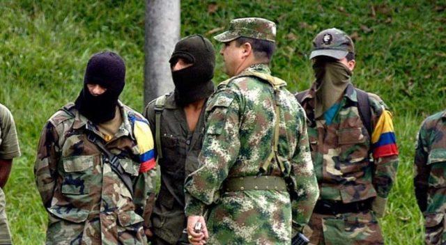 La FARC denuncia que hombres armados buscan casa por casa a ...