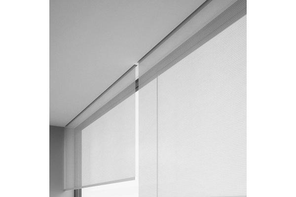 Finespin permette di reinventare e riprogettare le architetture d'interni divenendo, di volta in volta, punto luce o parete divisoria. Nuove Tende A Rullo