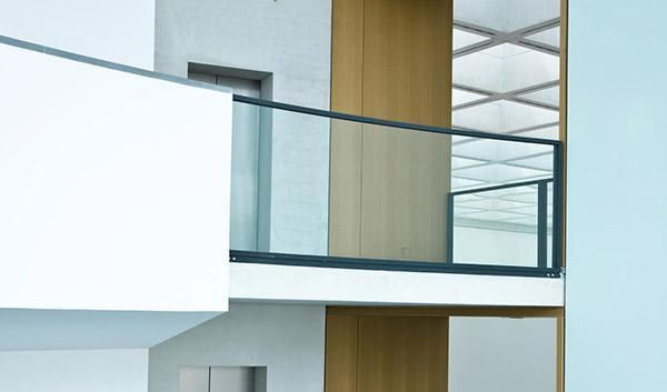 ringhiere moderne per balconi struttura, gradini, ringhiera in acciaio zincati a caldo, corrimano in materiale plastico (moplen). Norme Sulle Ringhiere In Vetro