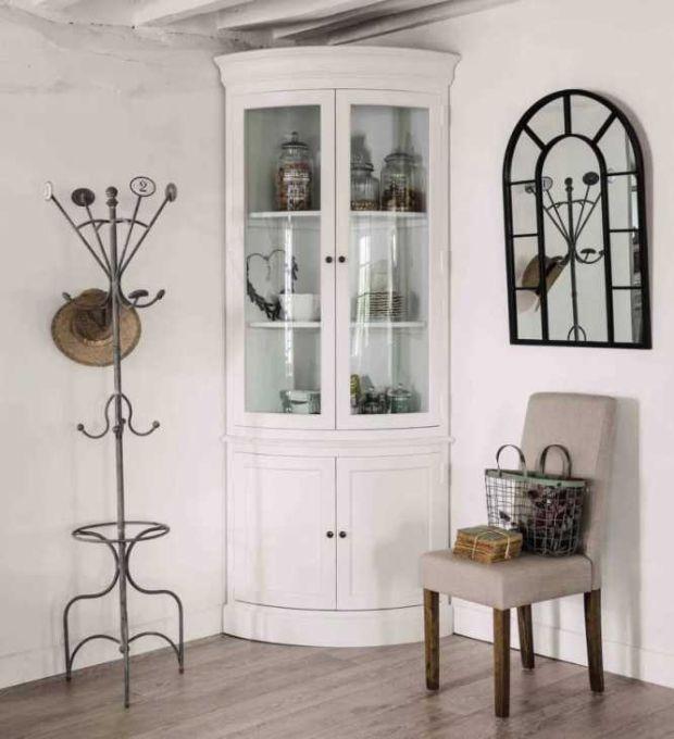 Maisons du monde inaugura in media una ventina di negozi all'anno in. Corner Cabinet