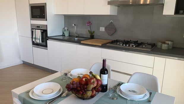 Scopri come dividere lo spazio tra cucina e soggiorno in un ambiente unico che integri le funzionalità di entrambi, in una soluzione moderna e di grande impatto. 5 Idee Per Arredare Un Soggiorno Piccolo Con Cucina