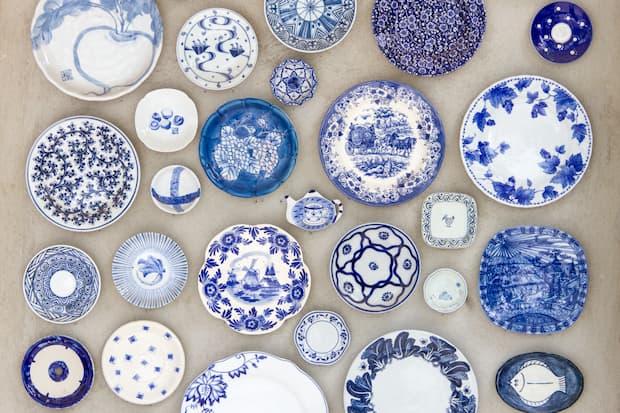 In altre parole, un piatto di terracotta è contemporaneamente anche un piatto di ceramica. Porcellana