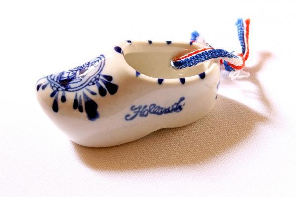 Per ceramica si intende un oggetto fatto in argilla e cotto: Porcellana