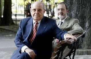Pedro Pinedo Casas, en primer término, junto a su predecesor, Juan José Martinez
