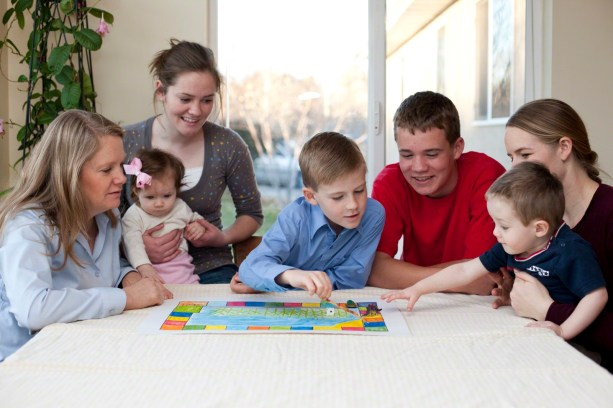 r family playing board games