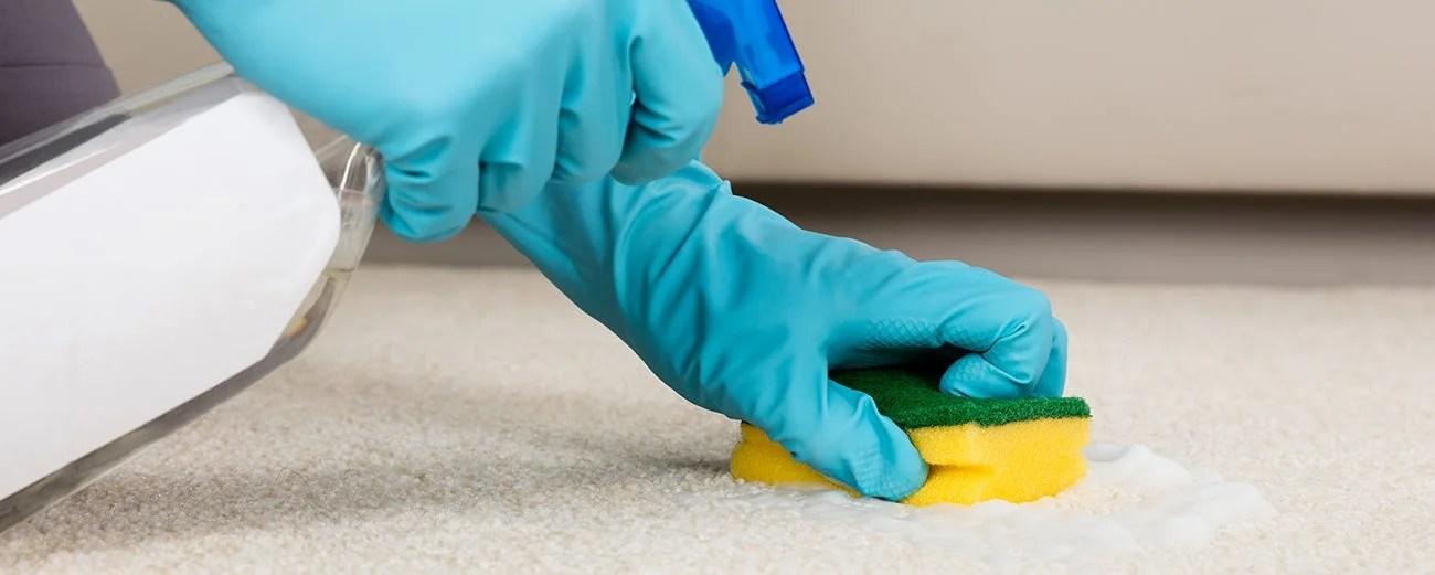 nettoyer une tache sur un tapis